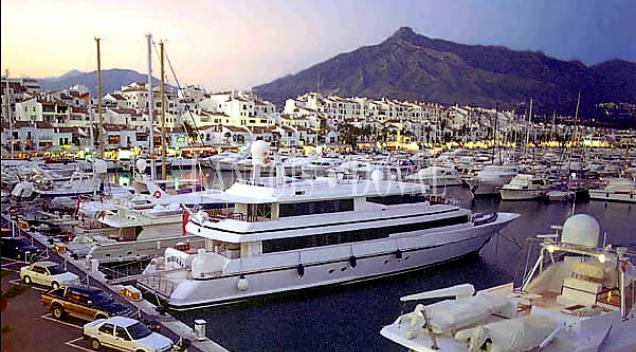 Puerto Banús. Local comercial en alquiler. Marbella.