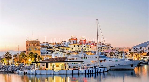 Puerto Banús. Apartamento en venta o alquiler. Marbella.