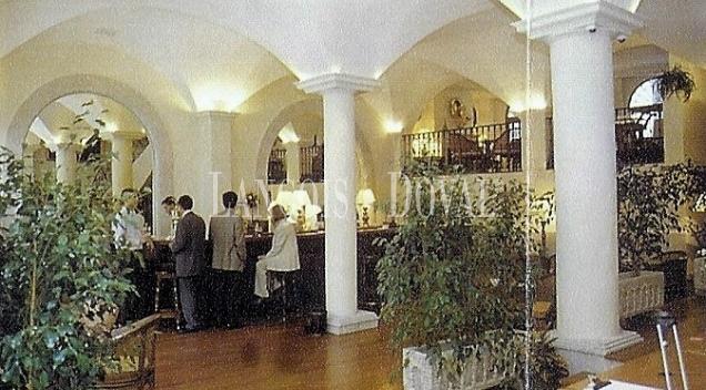 Cáceres. Edificio comercial hotelero en venta.