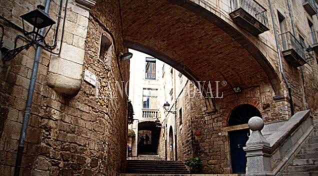 Girona. El Barri Vell y sus propiedades singulares.