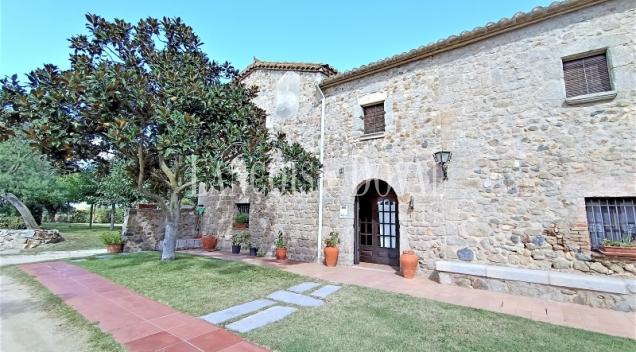 Masia histórica en venta junto a la Costa Brava. Llagostera. Girona