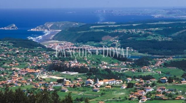 Asturias. Muros de Nalón. Suelo residencial para promoción inmobiliaria 32 chalets.