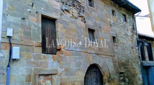 Palencia. Propiedad en venta con dos edificios singulares. Aguilar de Campoo