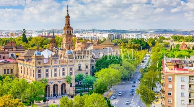 Sevilla. Av Manuel Siurot. Solar residencial en venta apto dos viviendas.