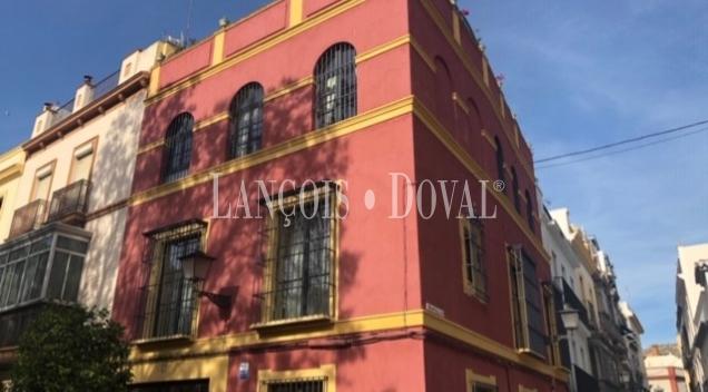 Sevilla. Casa señorial en venta. Centro histórico. Plaza del Museo.
