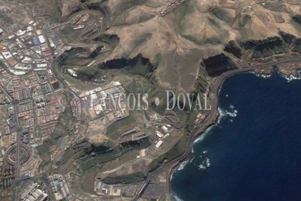 Las Palmas de Gran Canaria, Finca equipamientos en venía en Casco urbano, Ideal ocio o deportivo.