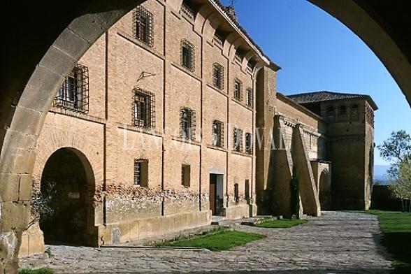Monasterio cisterciense en venta. Huesca. Aragón propiedades históricas.