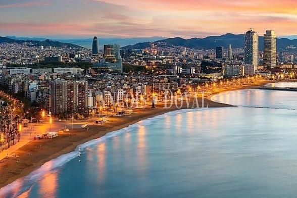 Barcelona. Solar terciario en venta. Proyecto oficinas.