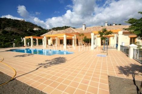 Preciosa Villa de Estilo Rústico en La Zagaleta Golf Country Club. Benahavís.