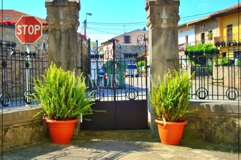 Cantabria. Posada Rural en venta. Antigua Casona del Siglo XV en Colindres.