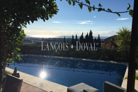 Exclusiva villa en venta en Marbella. Junto campos de golf. Costa del sol.