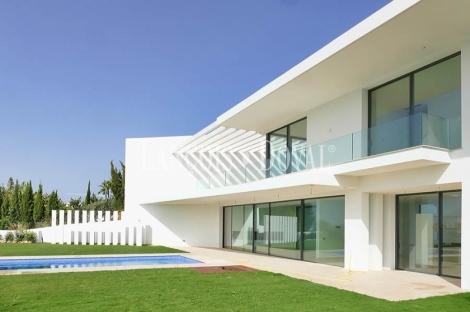 Marbella. Villas y chalets de lujo en venta. Costa del Sol propiedades exclusivas.