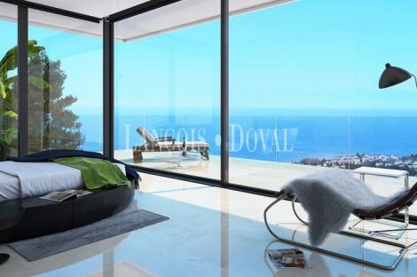 Marbella. Villas y chalets de lujo en venta en la Milla de Oro. Costa del Sol