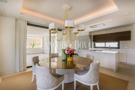 Marbella, Villa de diseño vanguardista en venta en la Costa del Sol.