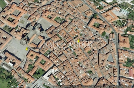 Santiago De Compostela. Casco histórico. Pisos señoriales en venta ideal oficinas o vivienda exclusiva.