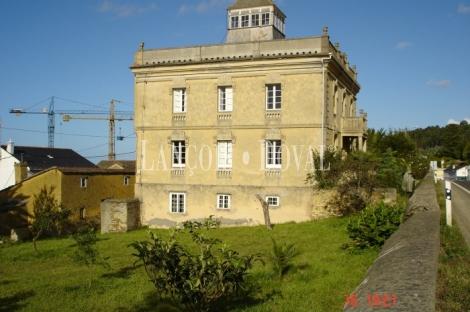 Parroquia de Santiago de Reinante, Barreiros. Lugo. Casa indianos en venta.