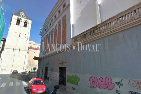 León. Edificio antiguo teatro en venta o alquiler.