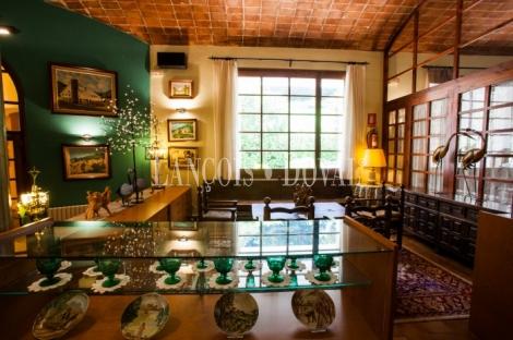 Sant Joan de les Abadesses. Girona. Masía restaurante en venta.