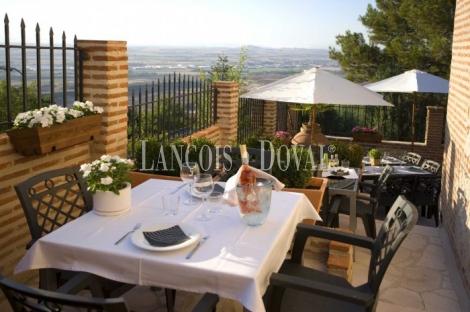 Madrid. Restaurante hotel con encanto en venta o alquiler. Los santos de La Humosa.