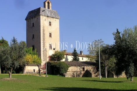 Magn fica casa se orial fortificada en venta con torre de - Casas en llica de vall ...