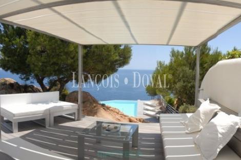 Chalet de diseño para localizaciones de rodajes y publicidad. Costa Brava.