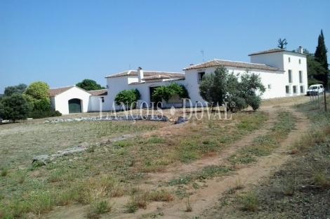 Cortijo y finca en venta. Santisteban del Puerto. Jaén.