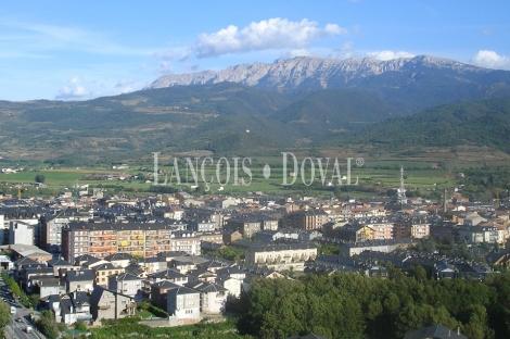 Lleida. La Seu D´Urgell. Suelo comercial y residencial en venta. Rentabilidad 8 %