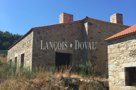 Finca y conjunto casas rurales en venta. Silleda. Pontevedra.