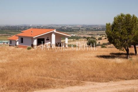 Badajoz. Mérida. Finca y hotel rural restaurante en venta. Arroyo de San Serván.