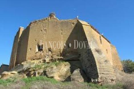 Huesca. Castillo medieval en venta. Barbués. Aragón.