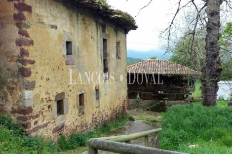 Asturias. Antigua casona en venta. Fresnedo. Concejo De Cabranes.