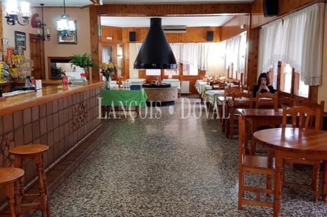 Huesca. Hostal y restaurante con vivienda en venta. Benabarre. Pilzán.