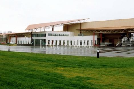Modernas bodegas en venta. D.O Vinos de la tierra Valle del Cinca. Huesca.