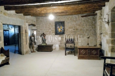 Lleida. Castillo en venta. Les Puelles. Agramunt y sus propiedades históricas.