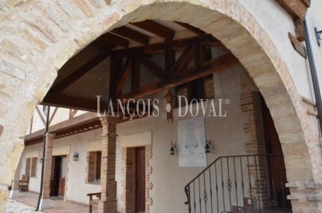 Casas rurales, hoteles con encanto y propiedades singulares en Segovia.