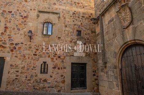 Cáceres. Casa señorial histórica en venta.