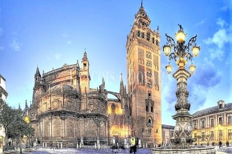 Sevilla. Edificio comercial en venta en el casco histórico.