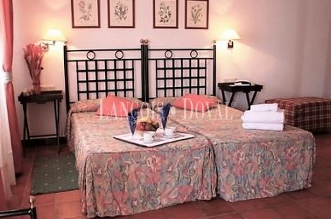 Sierra Norte de Sevilla. Hotel rural en venta. Constantina.