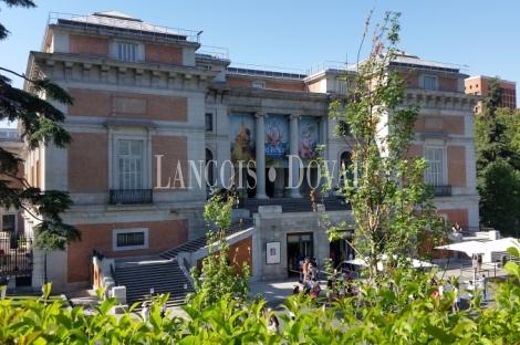 Madrid. Zona Jerónimos. Piso señorial en venta. Ubicación única.