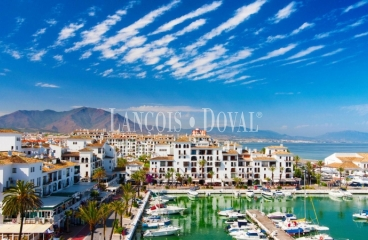 Marbella. Ático en venta con vistas a Puerto Banús.