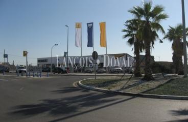 Sanlúcar de Barrameda. Cádiz. Nave comercial, exposición y suelo residencial urbano en venta