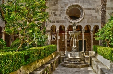 Compra de monasterios y conventos
