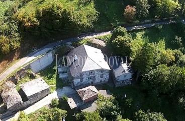 Asturias. Casa rural de piedra en venta. Aldea de Fuentes Cabadas. Boal. Castrillón.