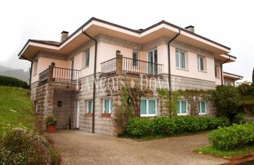 Llanes. Casa de campo en venta. Chalet exclusivo en la Costa de Asturias.