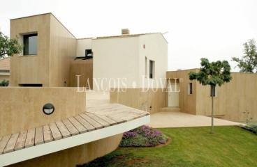 Pla de L´Estany, Venta chalet diseño vanguardista. Porqueres. Girona.