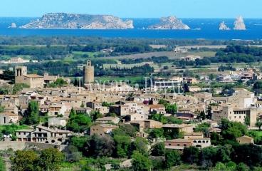 Masía y finca en venta. Baix Empordà. Costa Brava propiedades singulares.