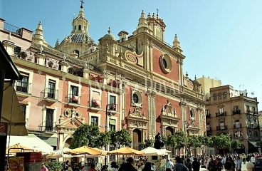 Sevilla. Edificio singular en venta. Apartamentos turísticos. Casco histórico.