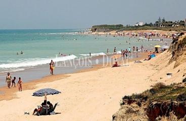 Cádiz. Suelo residencial en venta para 71 viviendas. Playa Candor. Rota.